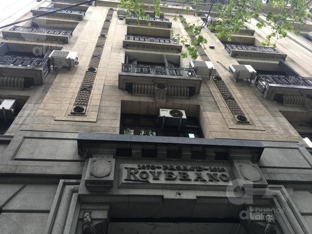 Venta de Oficina en Pasaje Roverano.  Segundo piso al cfte. Sobre Subte. Al lado del Cabildo