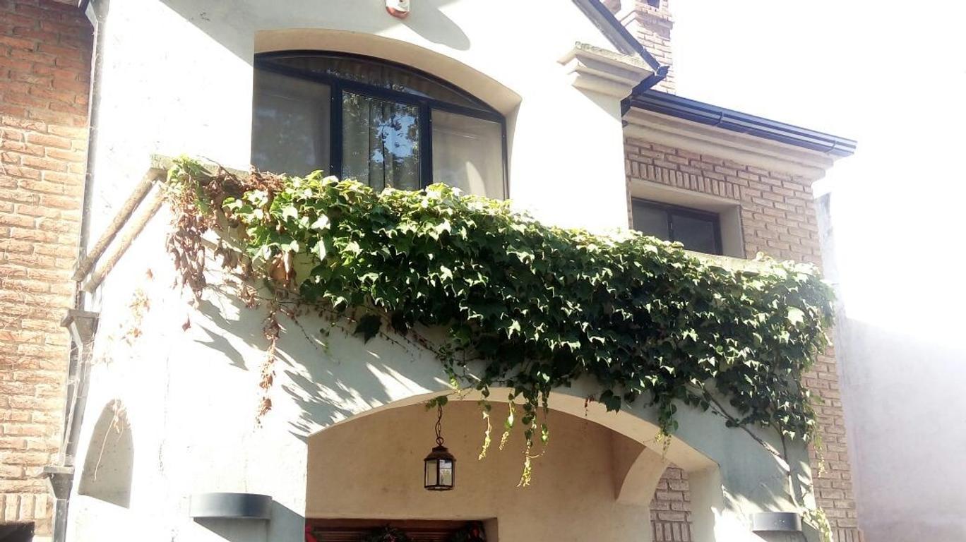 Hermosa Casa en Fisherton con Pileta