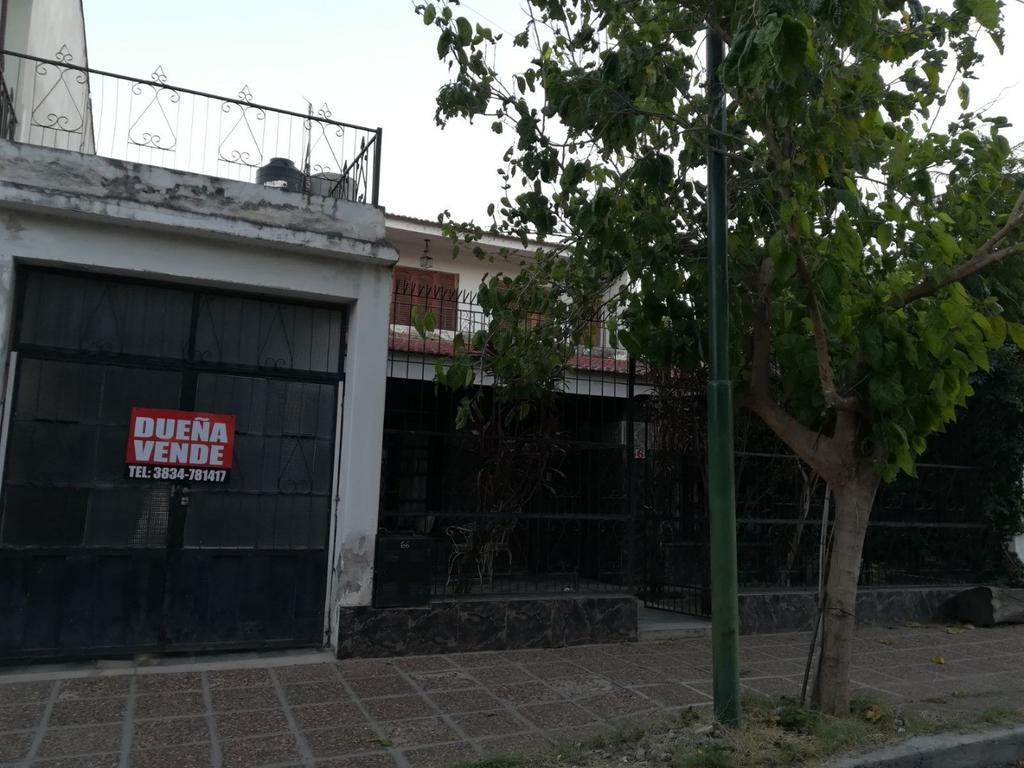 DUEÑA vende en ciudad de Catamarca casa en excelente ubicación