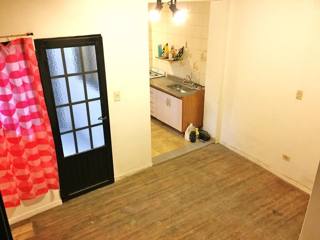 2 ambientes tipo casa o PH en P.B. con patio en buen estado