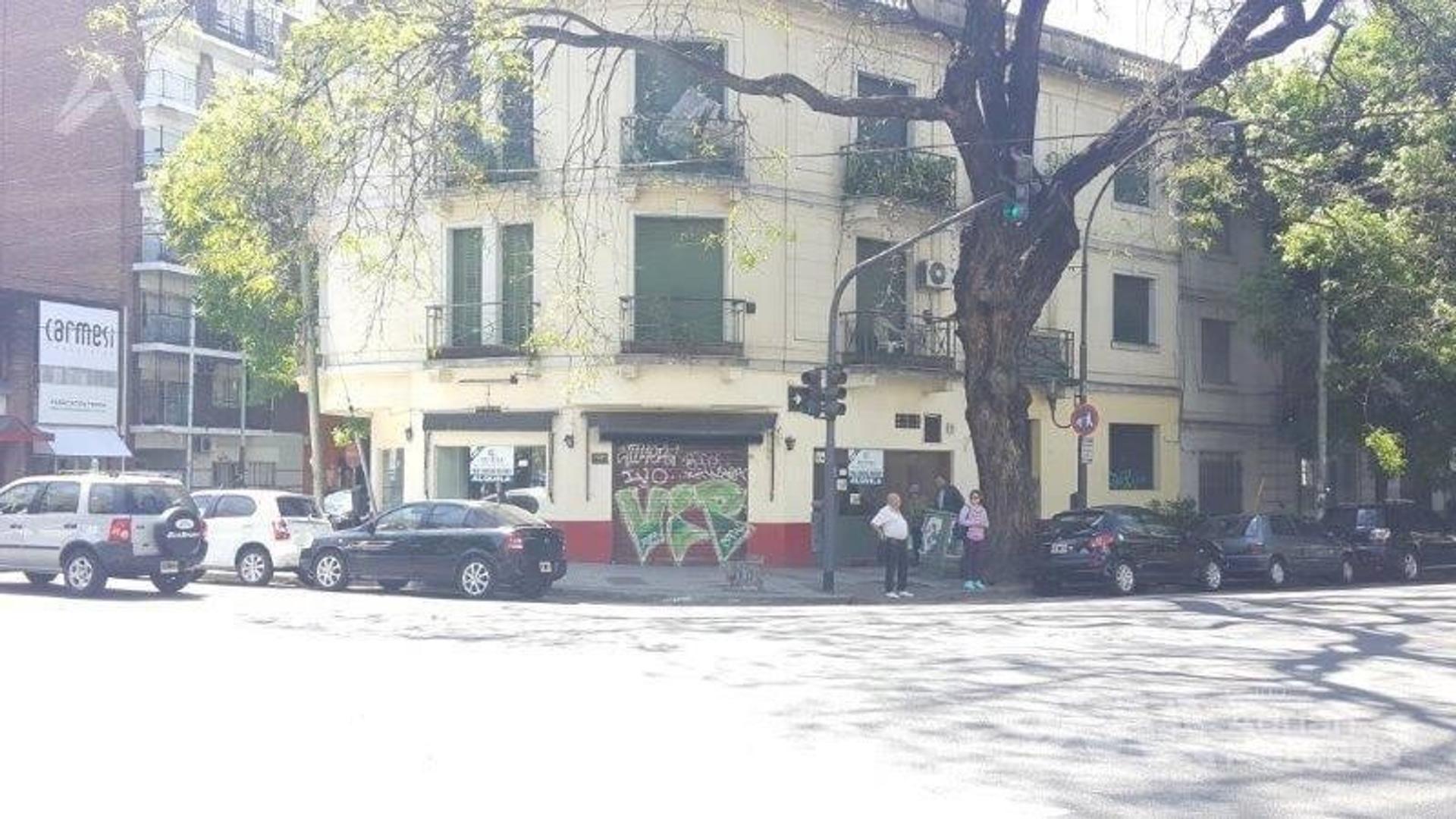 Local en esquina sobra avenida Forest al 400 Apto Gastronomia  Chacarita