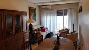 Tres ambientes super luminoso, piso alto, balcón. Cocina con lavadero.