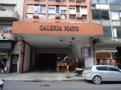 Local con entrepiso en Galeria Mayo