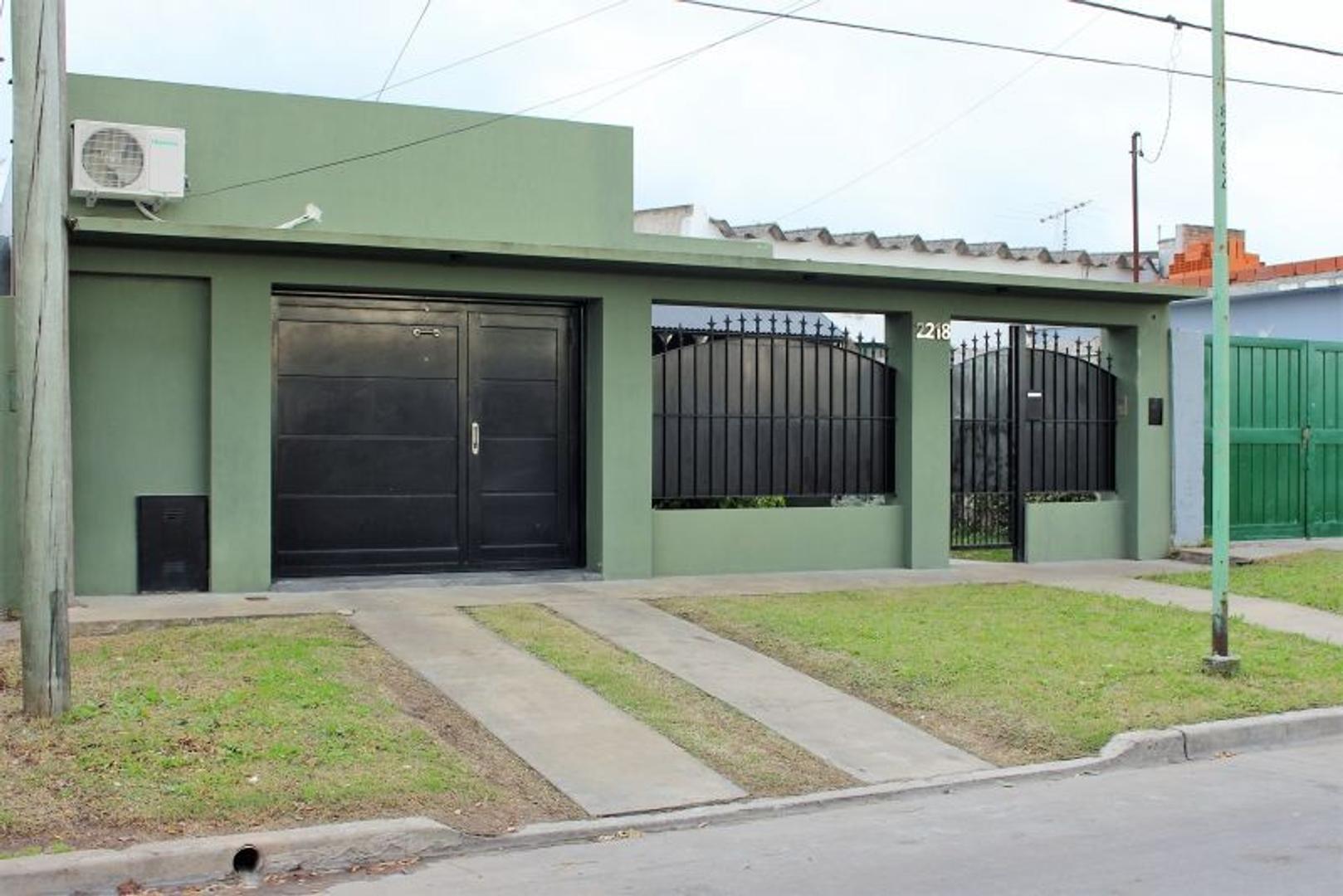 XINTEL(MDA-MDA-902) Casa - Venta - Argentina, La Plata - 56  AL 2200