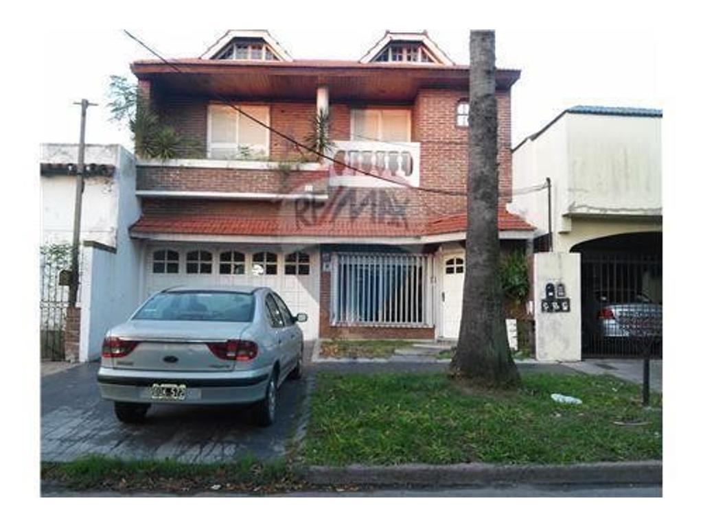 Casa en alquiler en dorrego 300 jose marmol argenprop for Casas en jose marmol