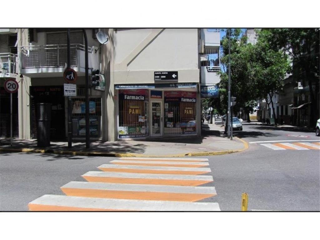 LOCAL EN ESQUINA BALVANERA / ONCE A MTS DE SHOPPING SPINETTO