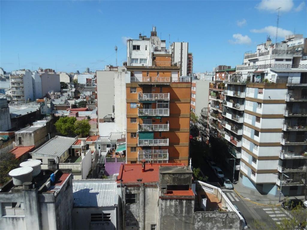 Dpto de 2 Ambientes con balcon , muy luminoso con buena vista IDEAL INVERSOR