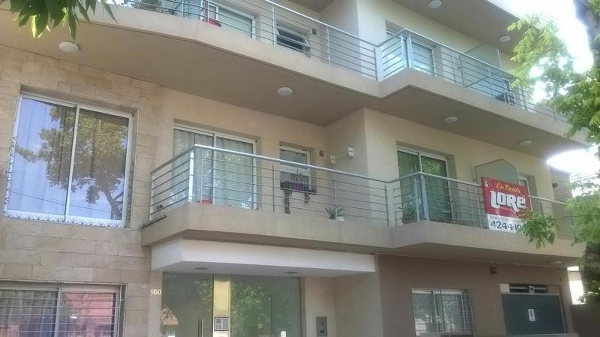 Departamento moderno, dos ambiente al frente, con amplio balcón, amenities.