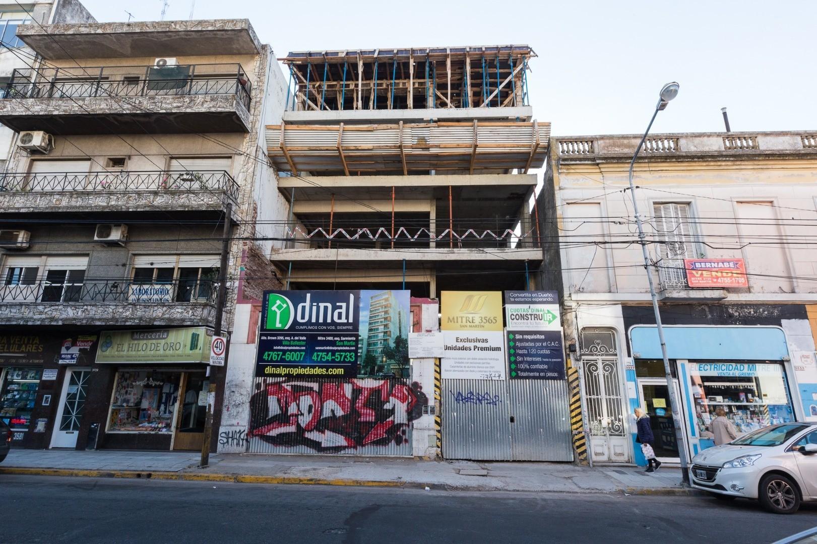 En construcción,  departamentos de 2 y 3  ambientes. Mitre 3565.- San Martín