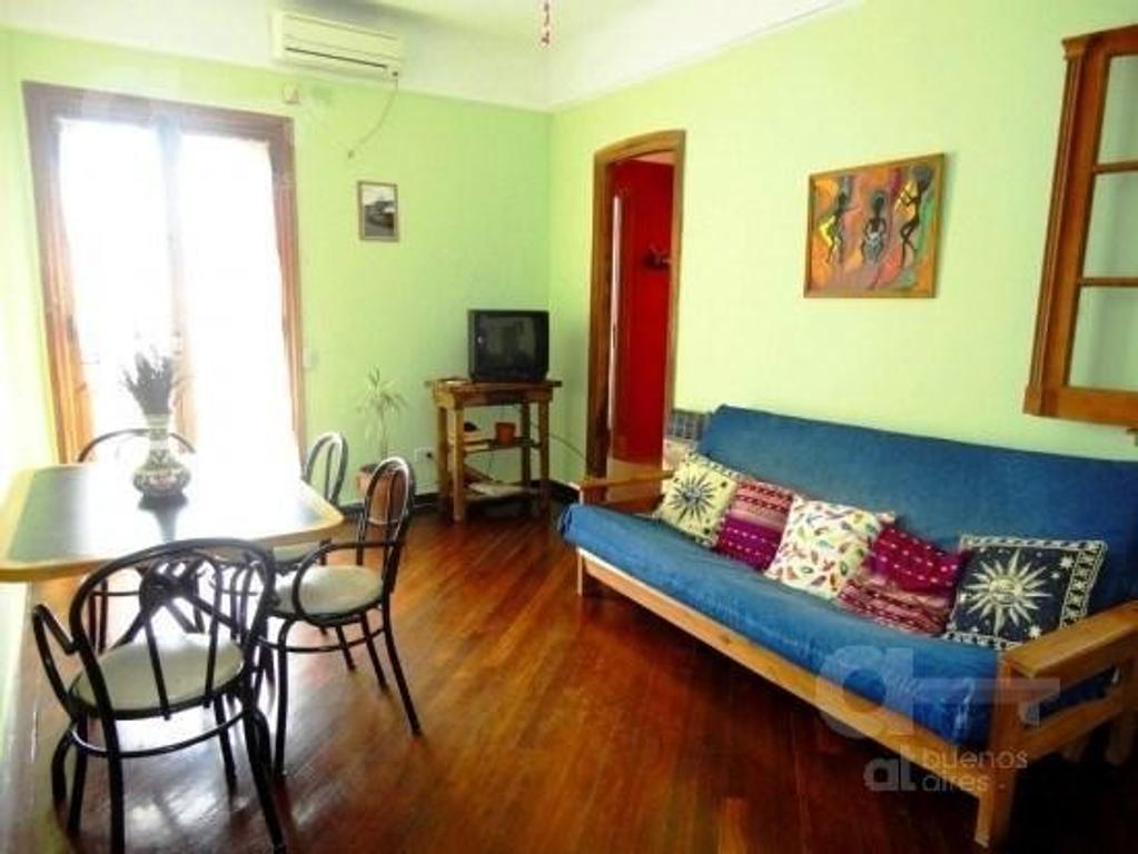 San Telmo Departamento 2 ambientes con balcón. Alquiler Temporario Sin Garantía.