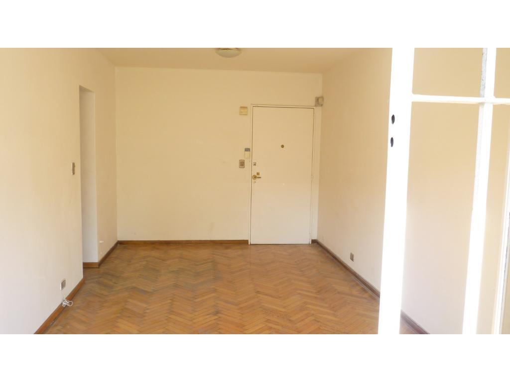 Vendo depto. en Villa del Parque 1er piso p/ escalera, 2 ambientes muy luminoso. Bajas expensas!