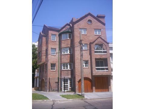 Don Bosco CENTRO. Excelente piso de 4 ambientes al frente DUEÑO Con.15- 5958 -9674