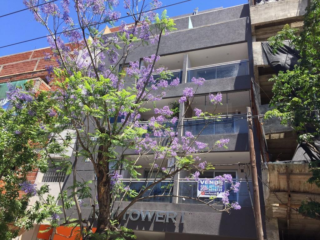 Departamento en Venta 1 Dormitorios con escritorio y balcón a la calle