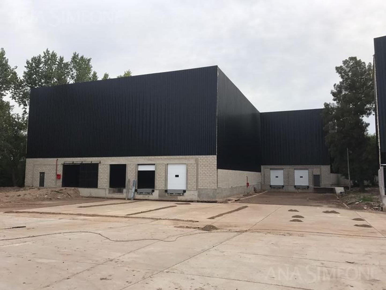 Excelente Nave Industrial de 10.616 m2 cubiertos - Belen De Escobar