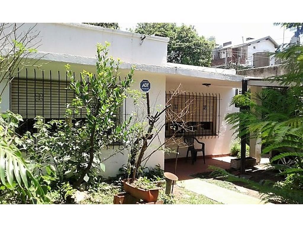 Casa en venta 3 ambientes en Boulogne Lote propio  Apto crédito