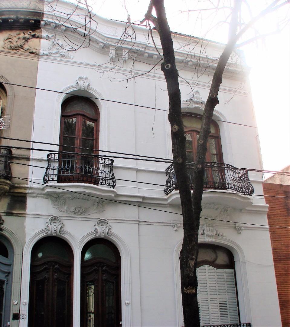 Luis Saenz Peña 1000 - Edificio 2 Plantas de con Terraza