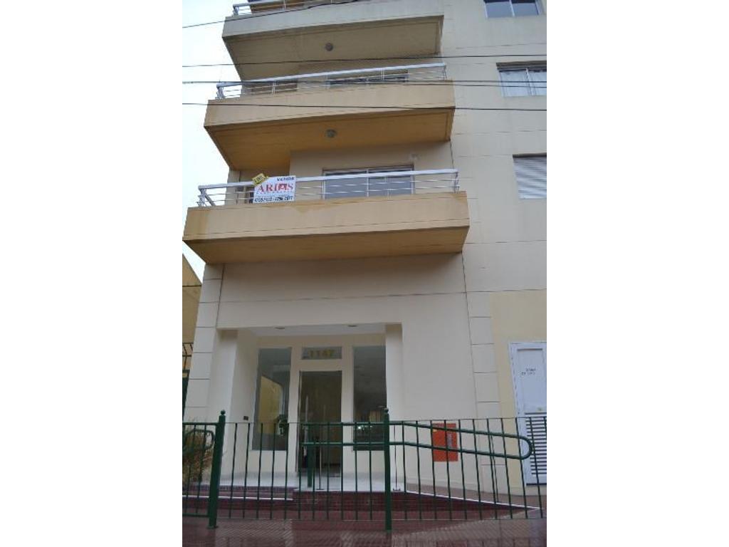 Venta Depto 3 Ambientes. Piso alto al frente con balcón.