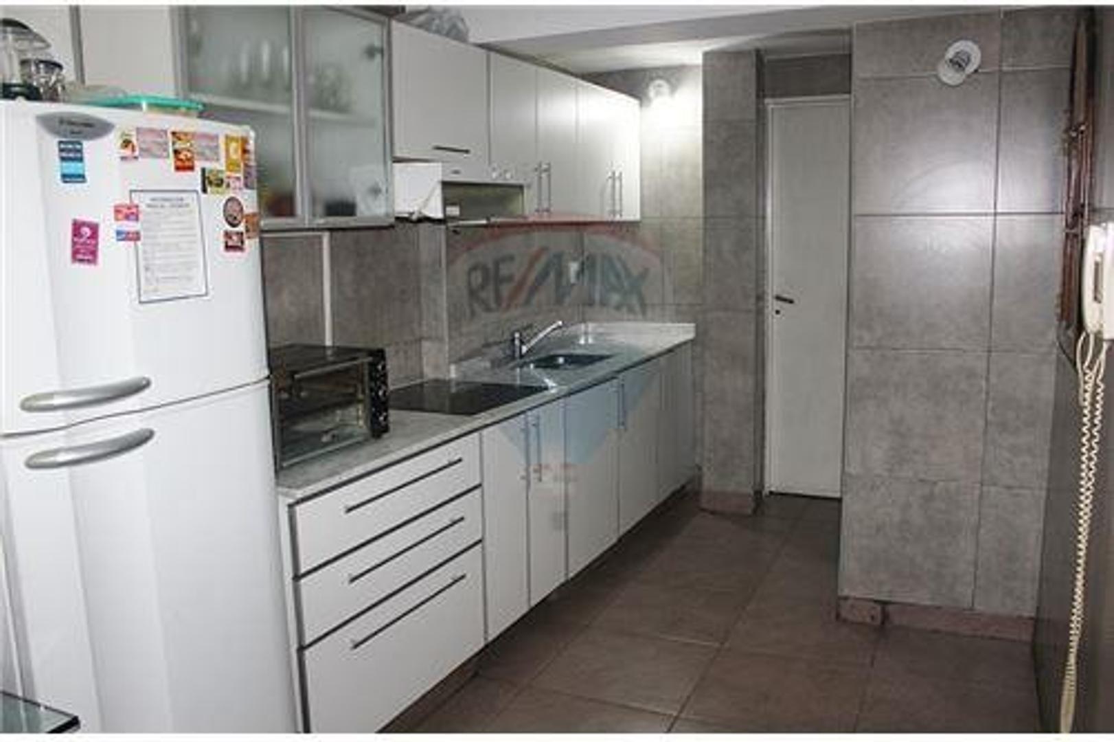 Departamento 4 amb con baño, toilete y balcón