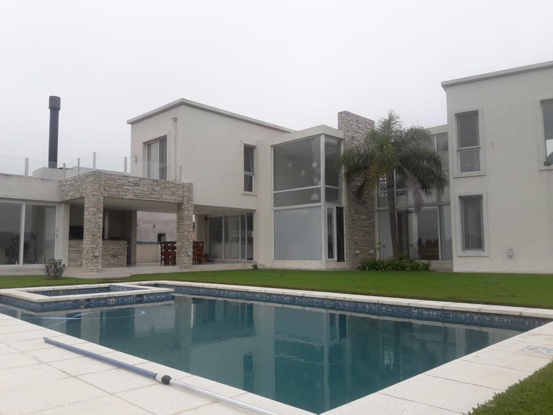 Casa en Venta en Countries y Barrios Cerrados Ezeiza - 6 ambientes