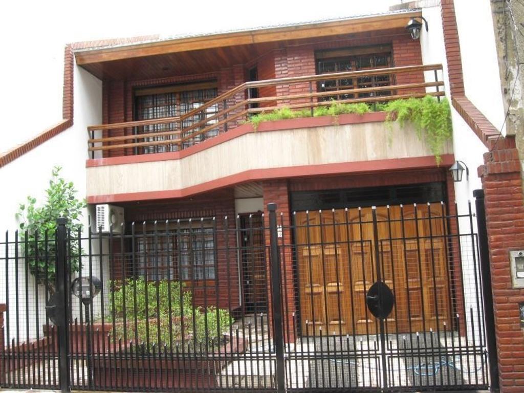 Venta exc casa a 10 cuadras del Centro, 379mts2. dos plantas,cochera, 156mts2 cub. 57mts fondo