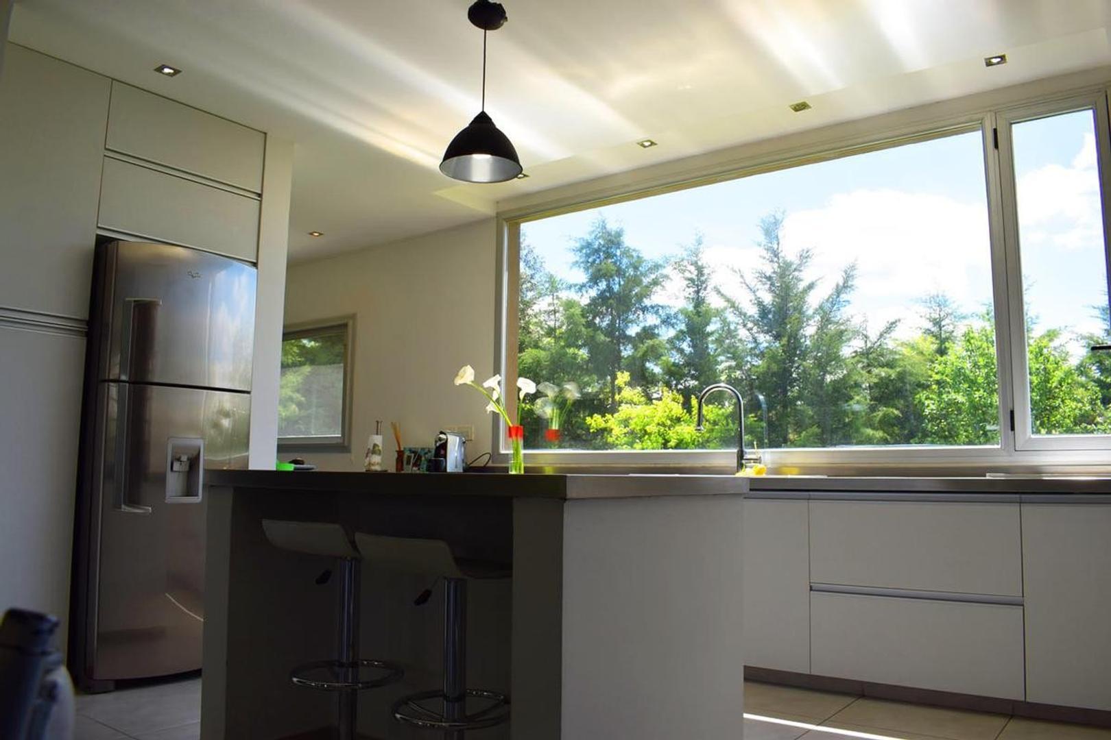 Casa en Venta en Arturo Segui - 6 ambientes