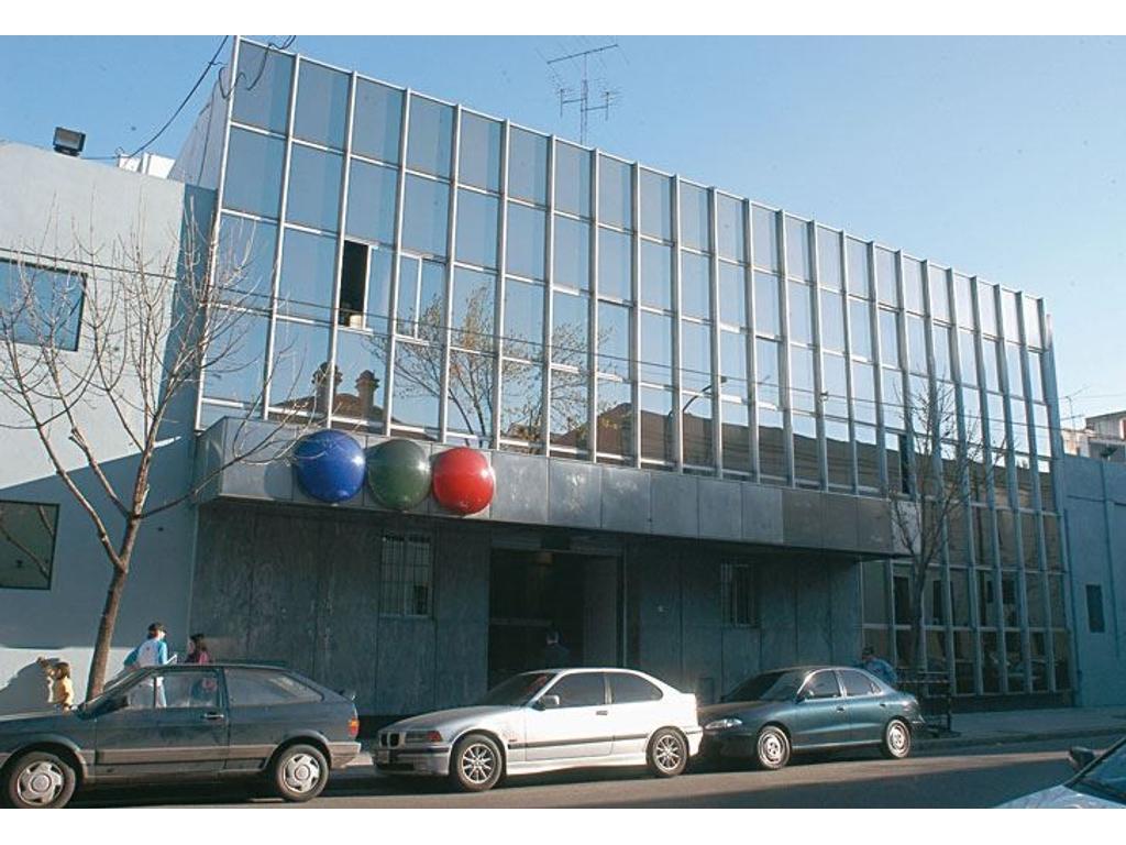 Edificio de oficinas y depósitos en Alquiler Zona Constitución