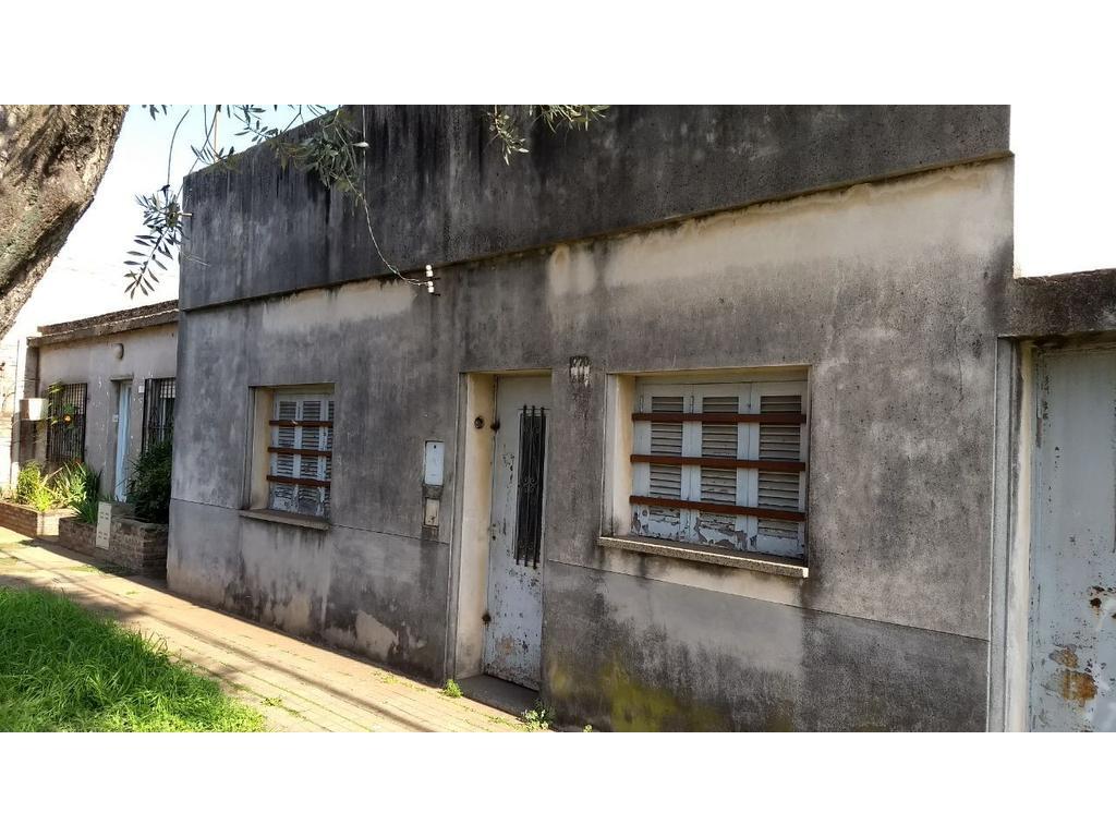 Casa de Dos Dorm. con Terreno Para Arreglar  Ecuador 1566, Fisherton, Rosario