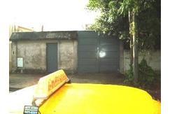 Casa de 3 Ambientes con galpón de 84 mts, sobre lote de 8.72x37.01 Zona depositos y talleres