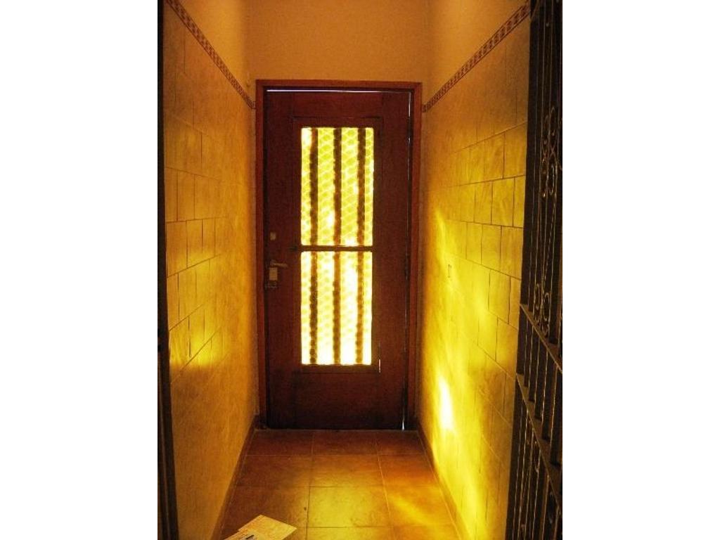 RETASADO!!!Casa en dos plantas. lote 8.66x14 2 baños, cocjna com, patio,terraza IDEAL DOS FAMILIAS!!