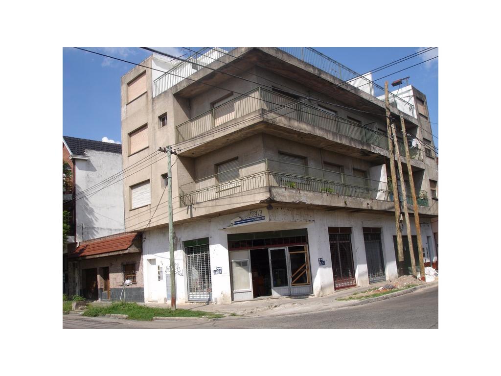 Departamento de 4 ambientes en dos plantas - Juan Cruz Varela esq. Paz, Quilmes Este