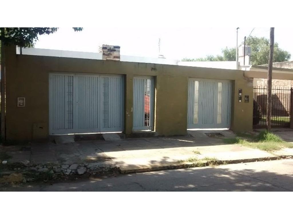 Casa 3 ambientes amplios c/ fondo parquizado, quincho y taller. Padua Norte. GBA