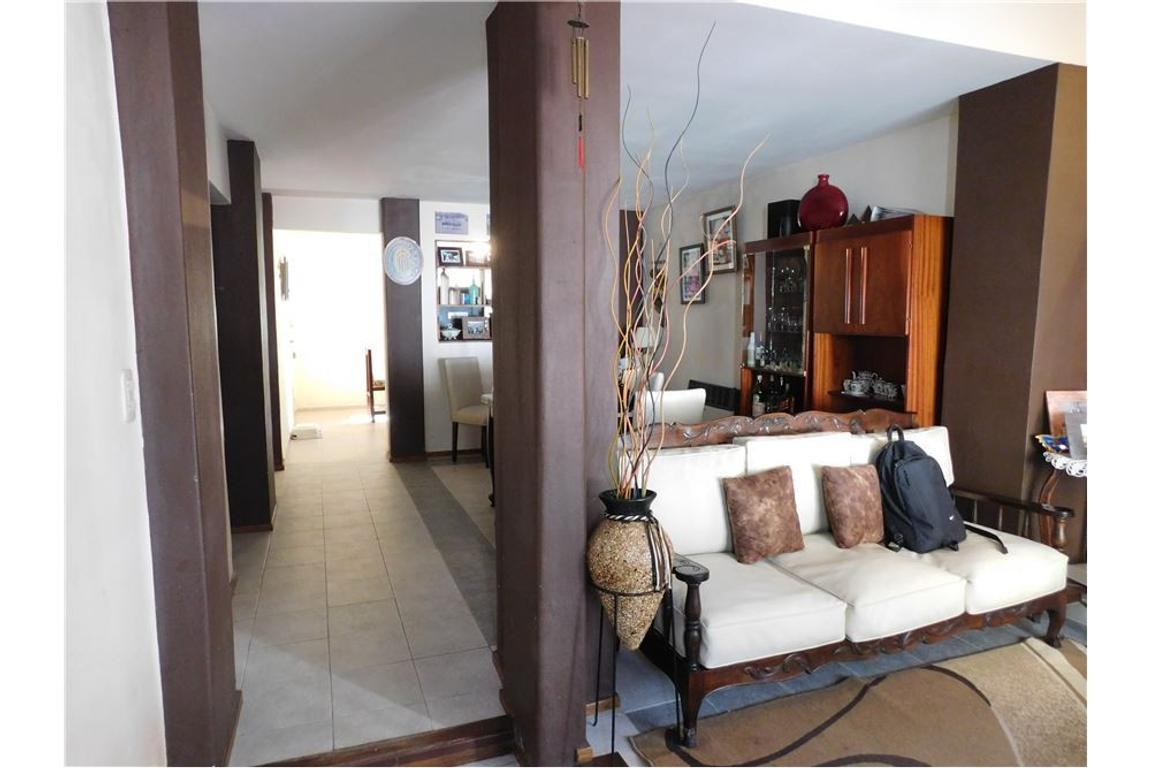 Casa tres dormitorios en Azcuenaga
