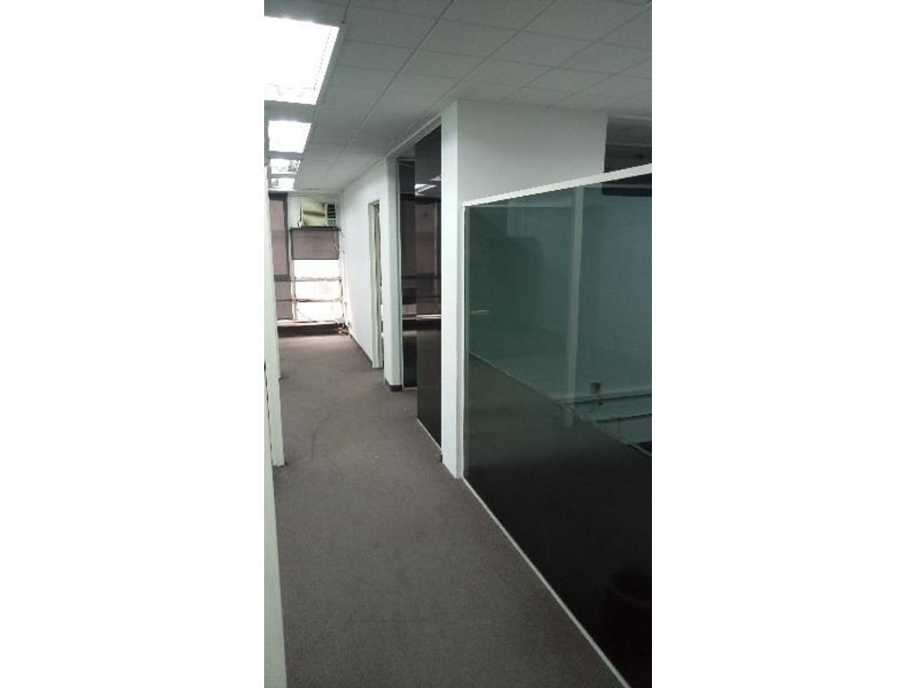Amplia Oficina 87mts  al fte con 7 despachos. Ubicada sobre calle Tucumán y Av. Carlos Pellegrini