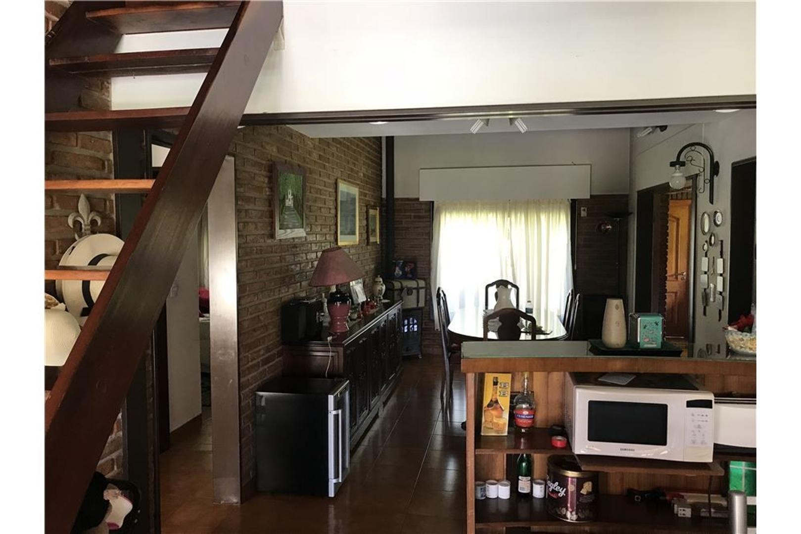 Casa en Larena Country Club con 3 habitaciones