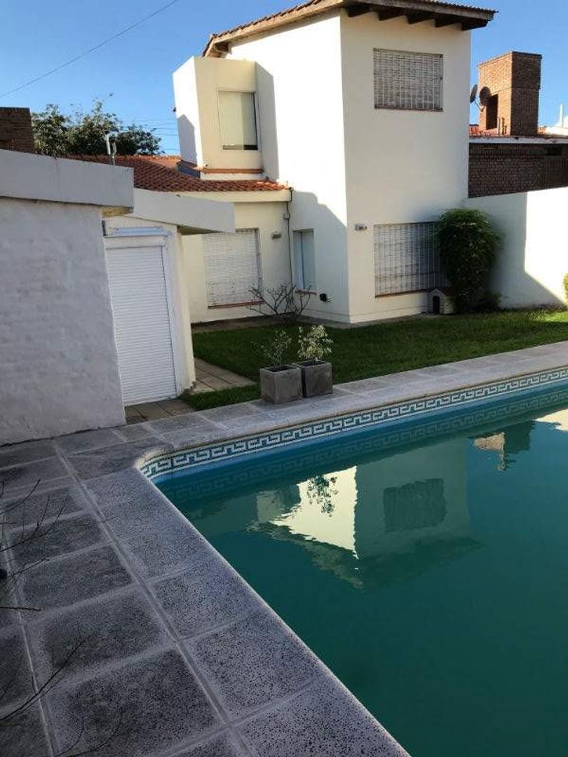 Casa en Venta en Cerro De Las Rosas - 4 ambientes