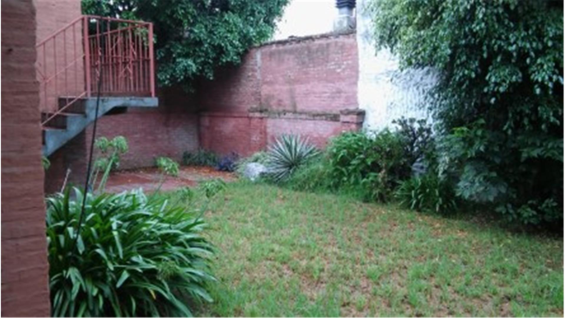 Excelente chalet de 2 plantas en zona resid de Ituzaingo