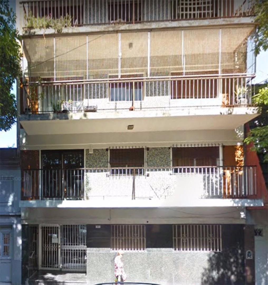 FLORES 2 AMB  TOTAL 34  m2 .CON  BALCON FRANCES - INTERNO- LUMINOSO -