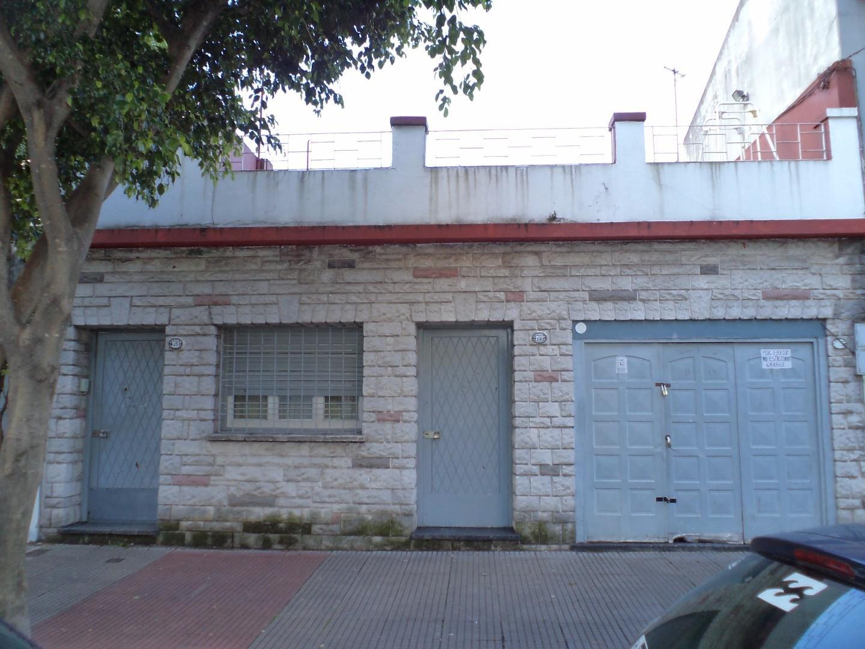 PH 4 amb- PB al frente con garage y terraza-  IDEAL 2 Familias