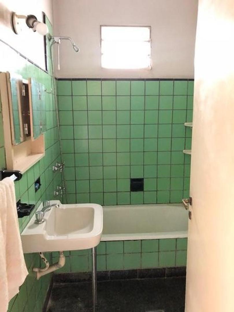 Casa - 70 m²   2 dormitorios   50 años