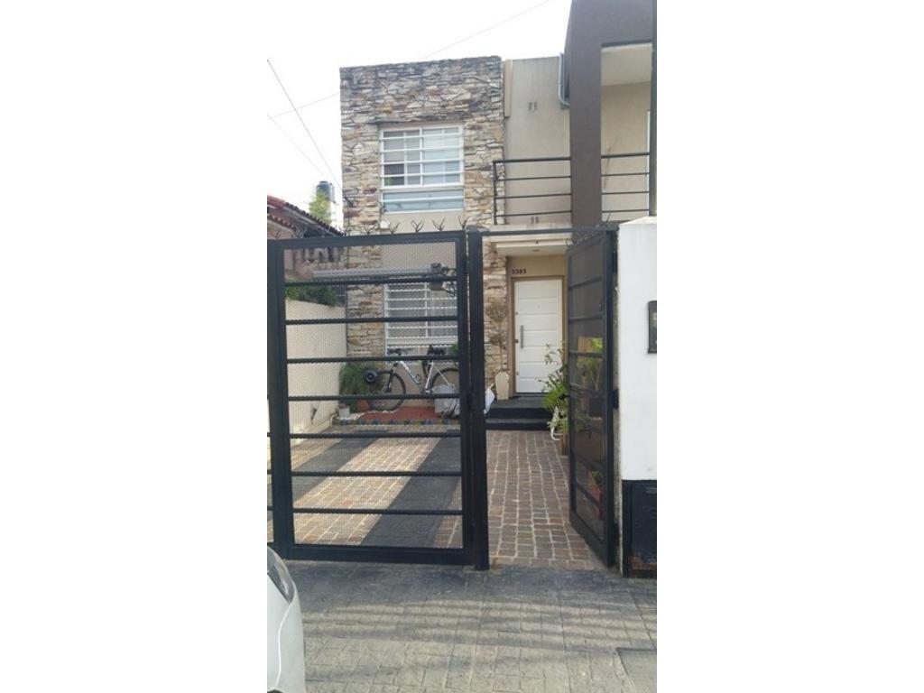 Duplex de tres ambientes en venta en Villa Luzuriaga Apto Credito