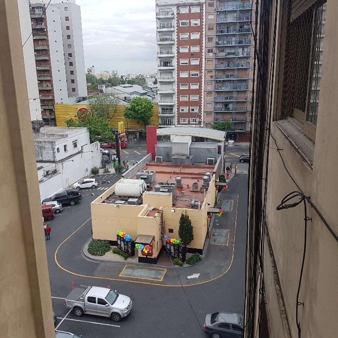 Departamento 2 ambientes /// RESERVADO//// - Victor Martinez y Rivadavia - Caballito