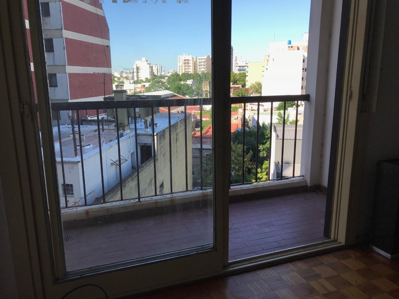 1 Amb. - c/ balcón- Cocina indep. - Ctfte lum- baño completo