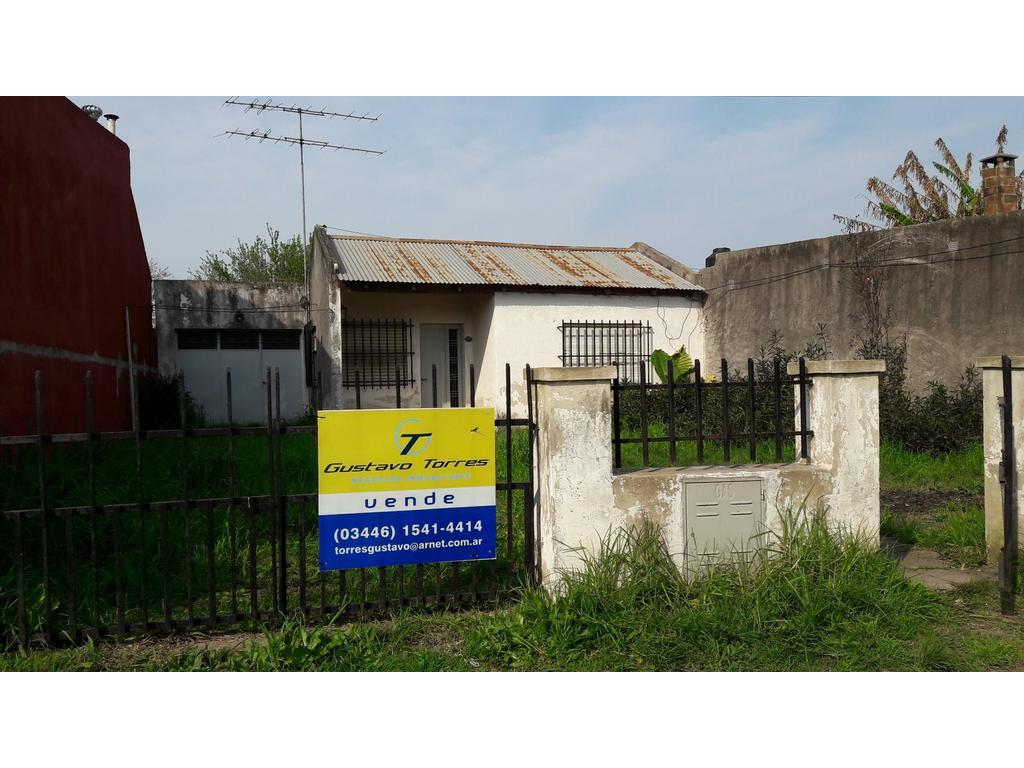 Casa para reciclar, sobre asfalto TODOS LOS SERVICIOS, gran terreno