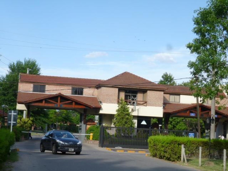Excelente propiedad en Country Banco Provincia