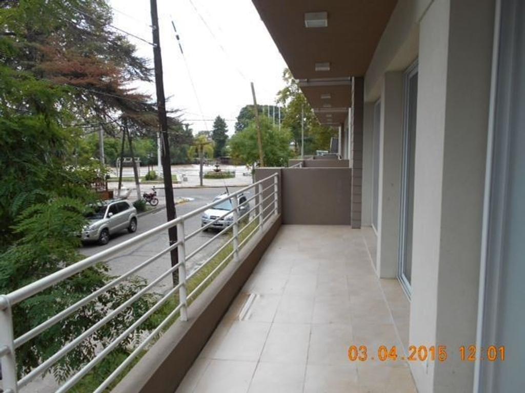 Edificio con Solarium con parrilla, Laundry.   Cochera cubierta - Apto Profesional.  APTO CREDITO