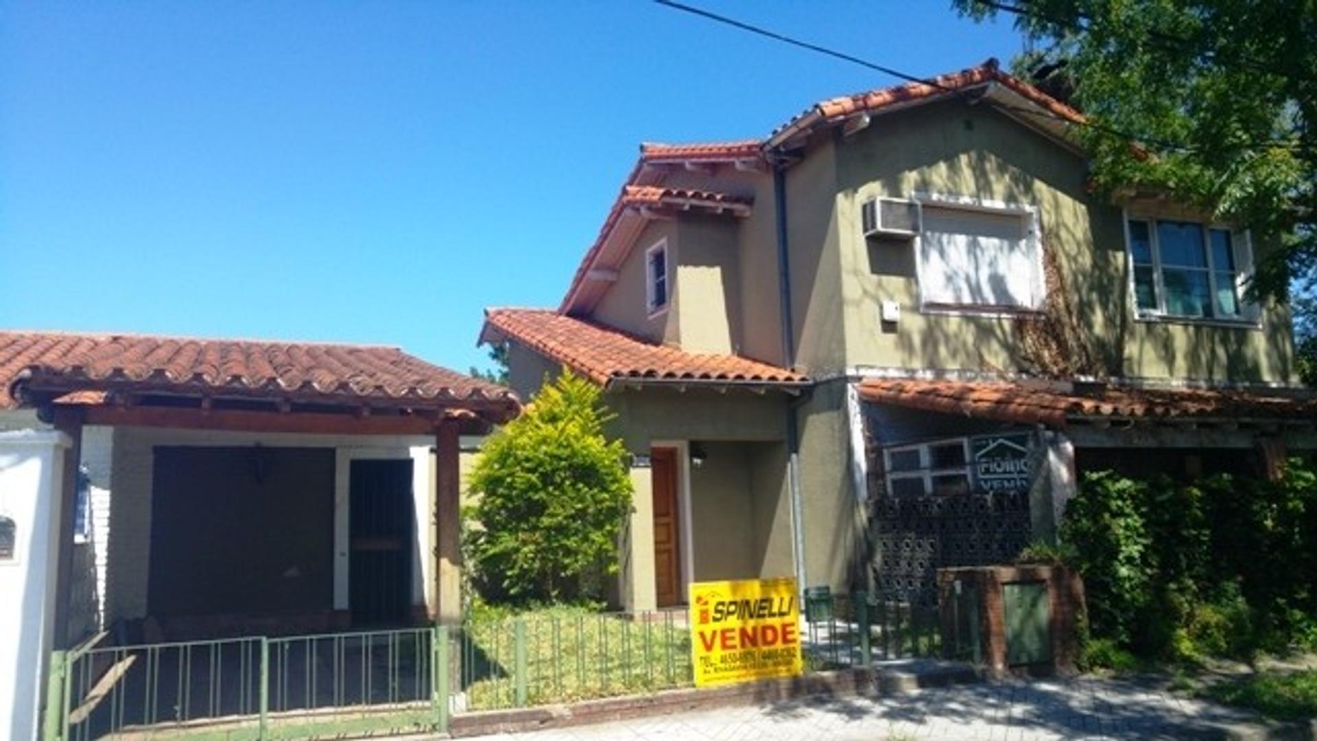 Casa en venta de tres ambientes en Ciudad Jardin Apto Credito
