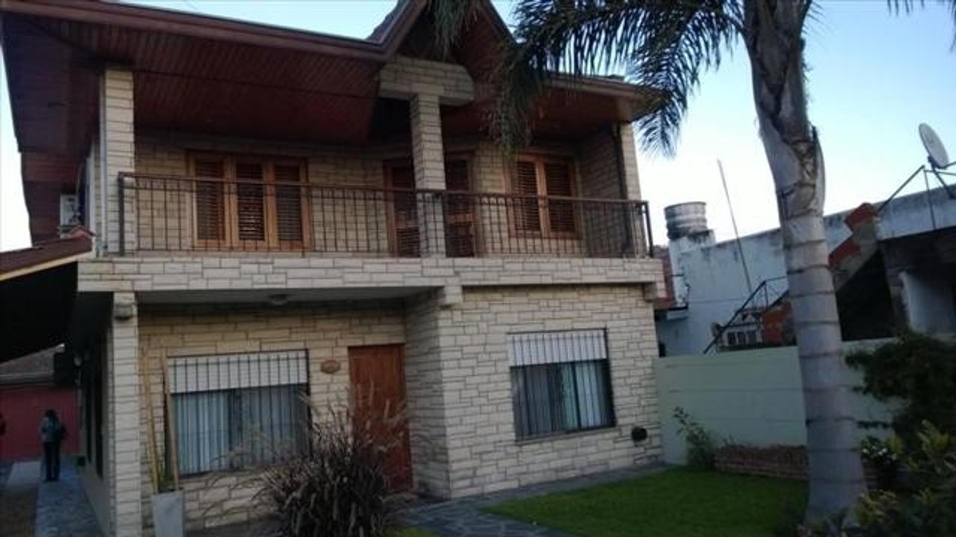 Casa impecable en El Pato con 4 dormitorios gran parque y pileta!