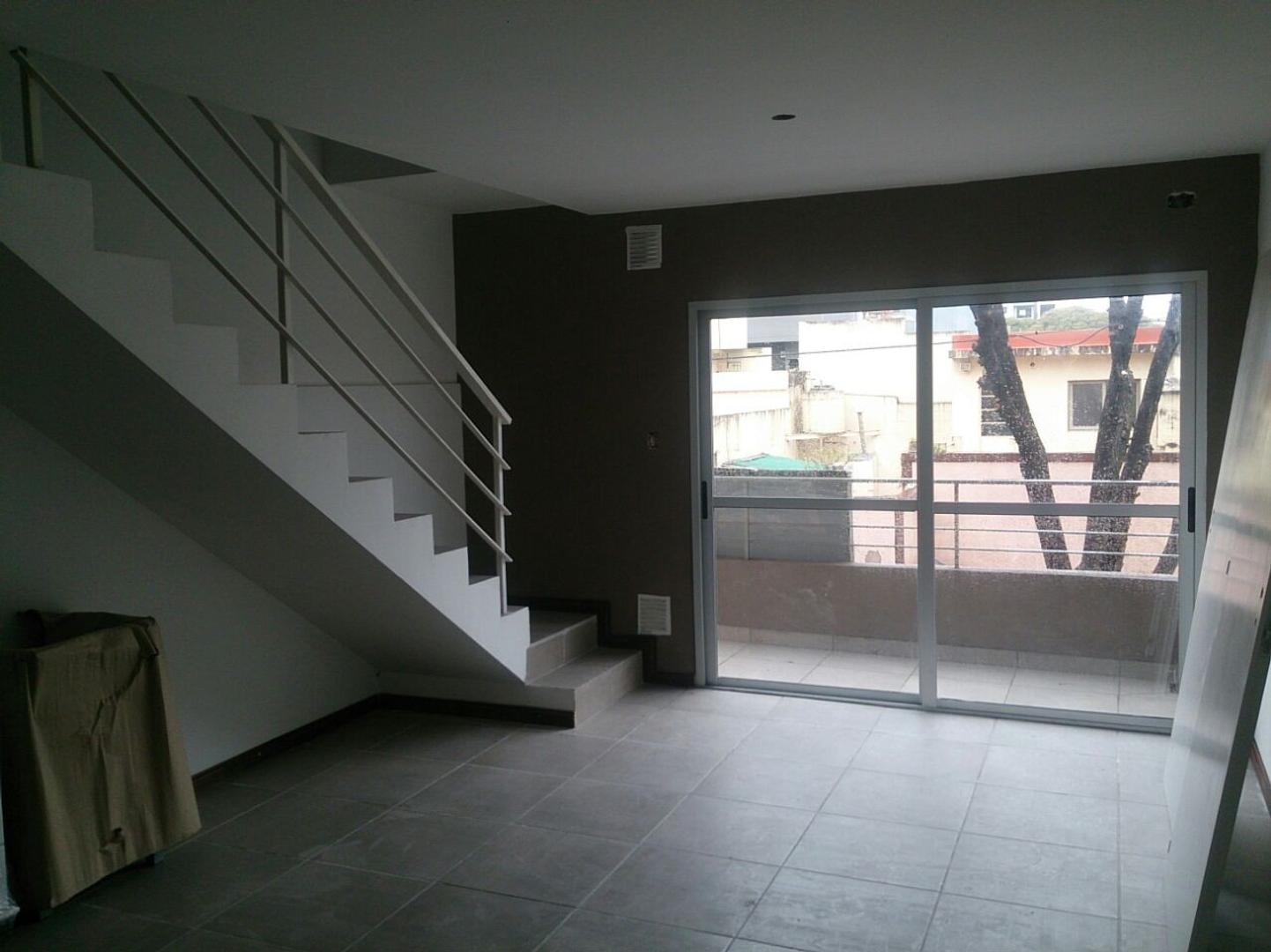 Villa Urquiza duplex estrenar frente sin expensas balcon