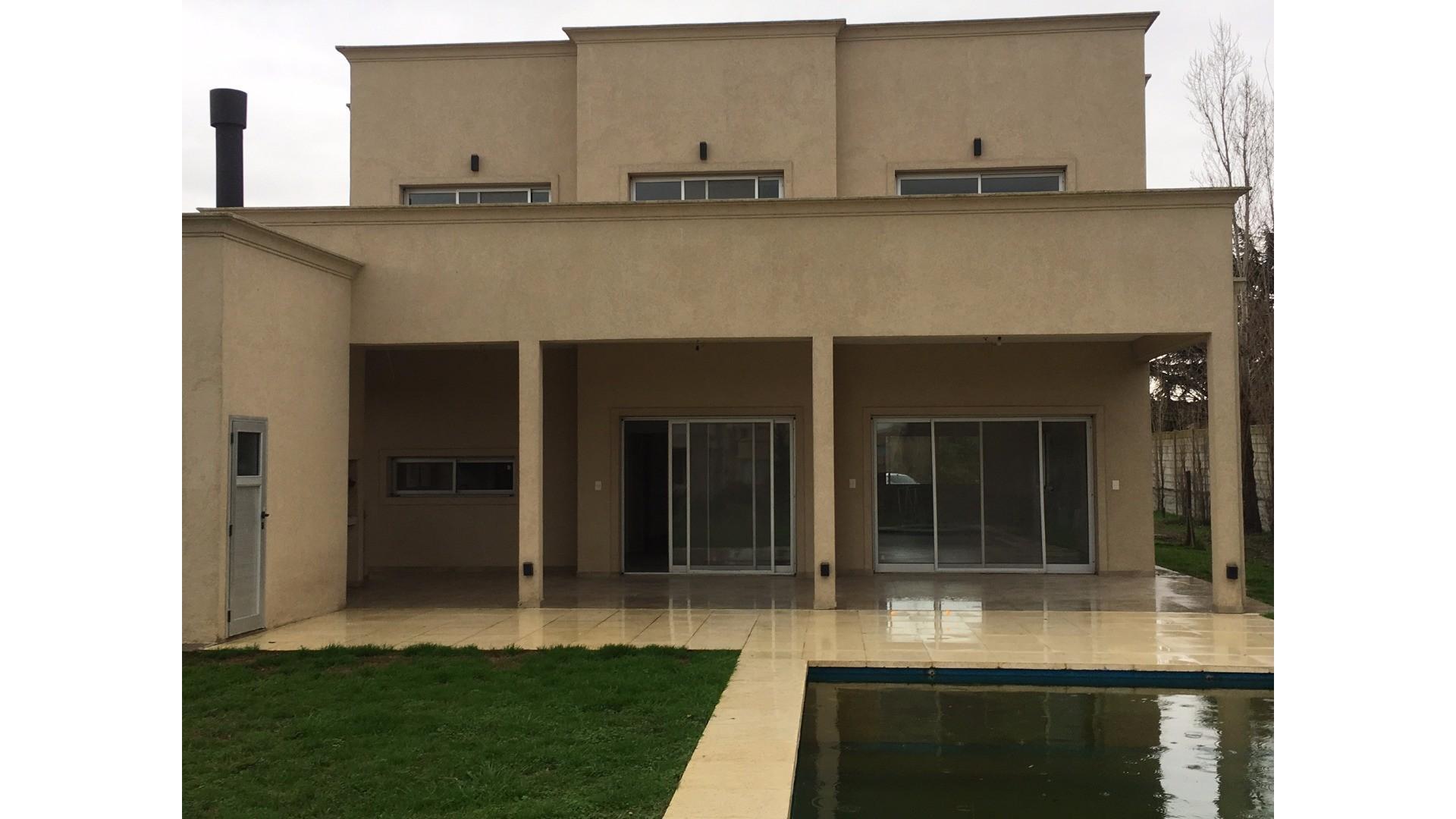 Casa moderna a estrenar amplios espacios