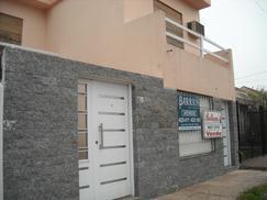 Ph al frente de 3 ambientes en venta  Castelar Sur.